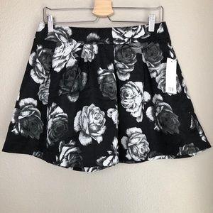 TOBI Floral Skirt in Large - NWT